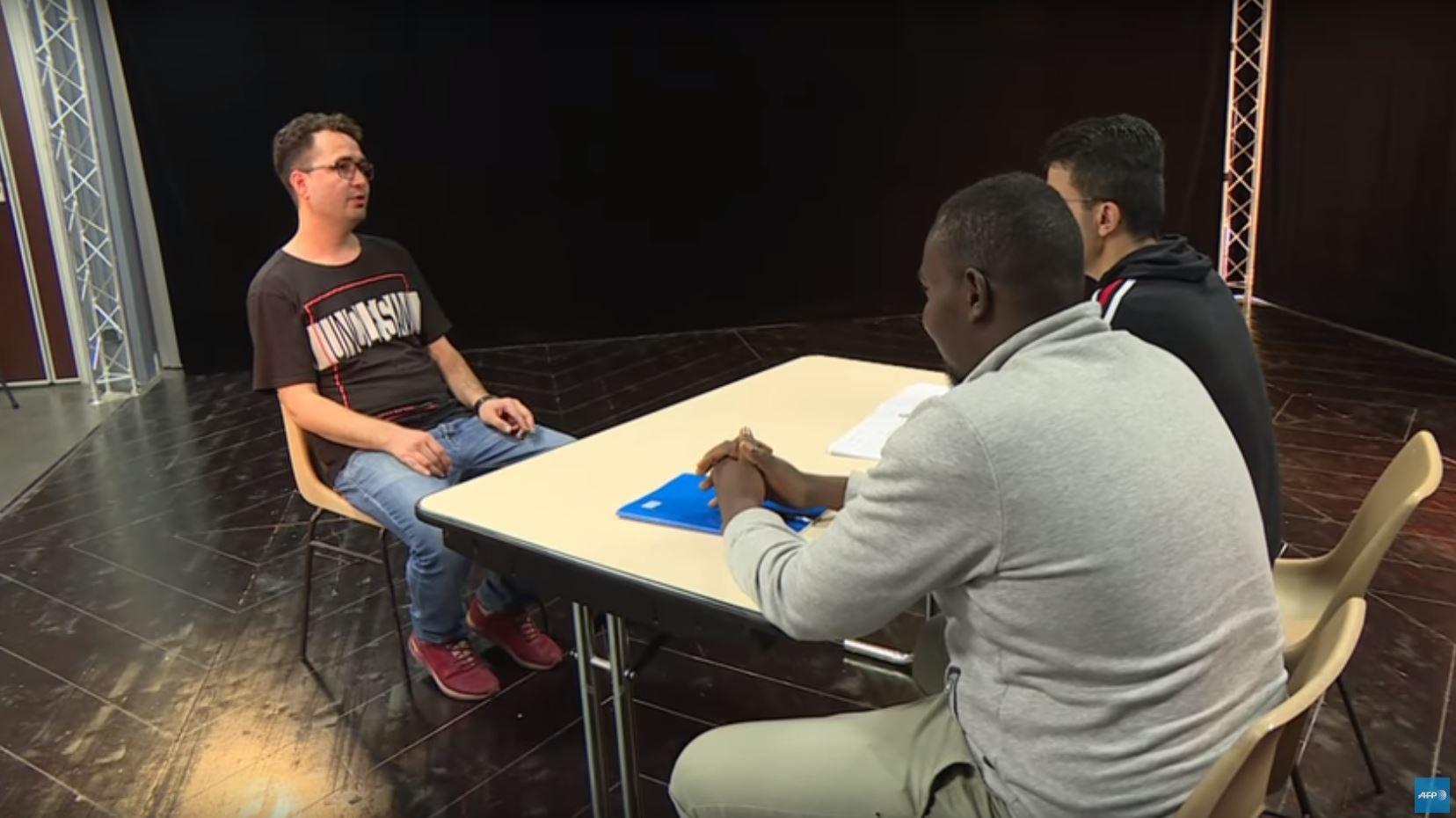 Le théâtre pour apprendre les codes de l'entretien d'embauche - Images AFP